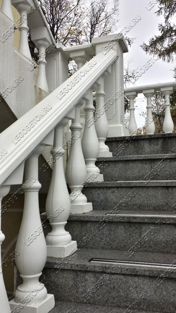 бетонная балюстрада лестницы