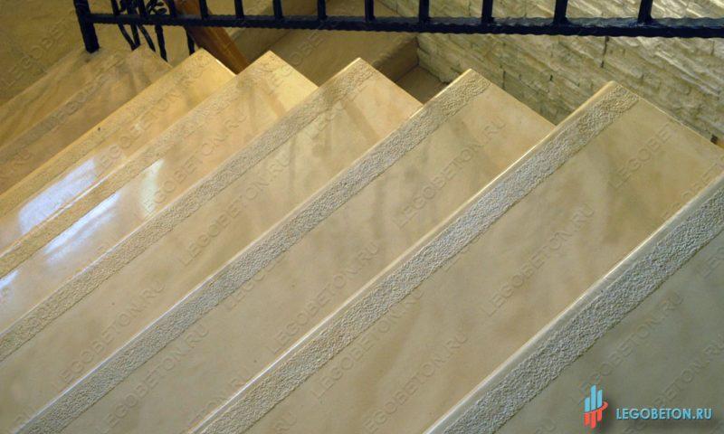 форма ступени с противоскользящей полосой (шагрень) 140 см-1